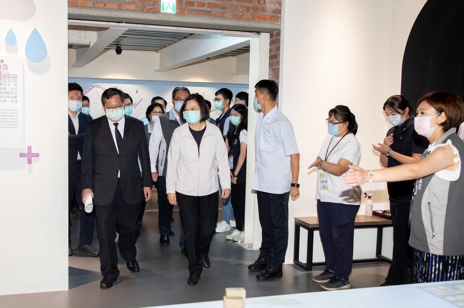蔡總統參訪桃園軌道願景館-多媒體互動區