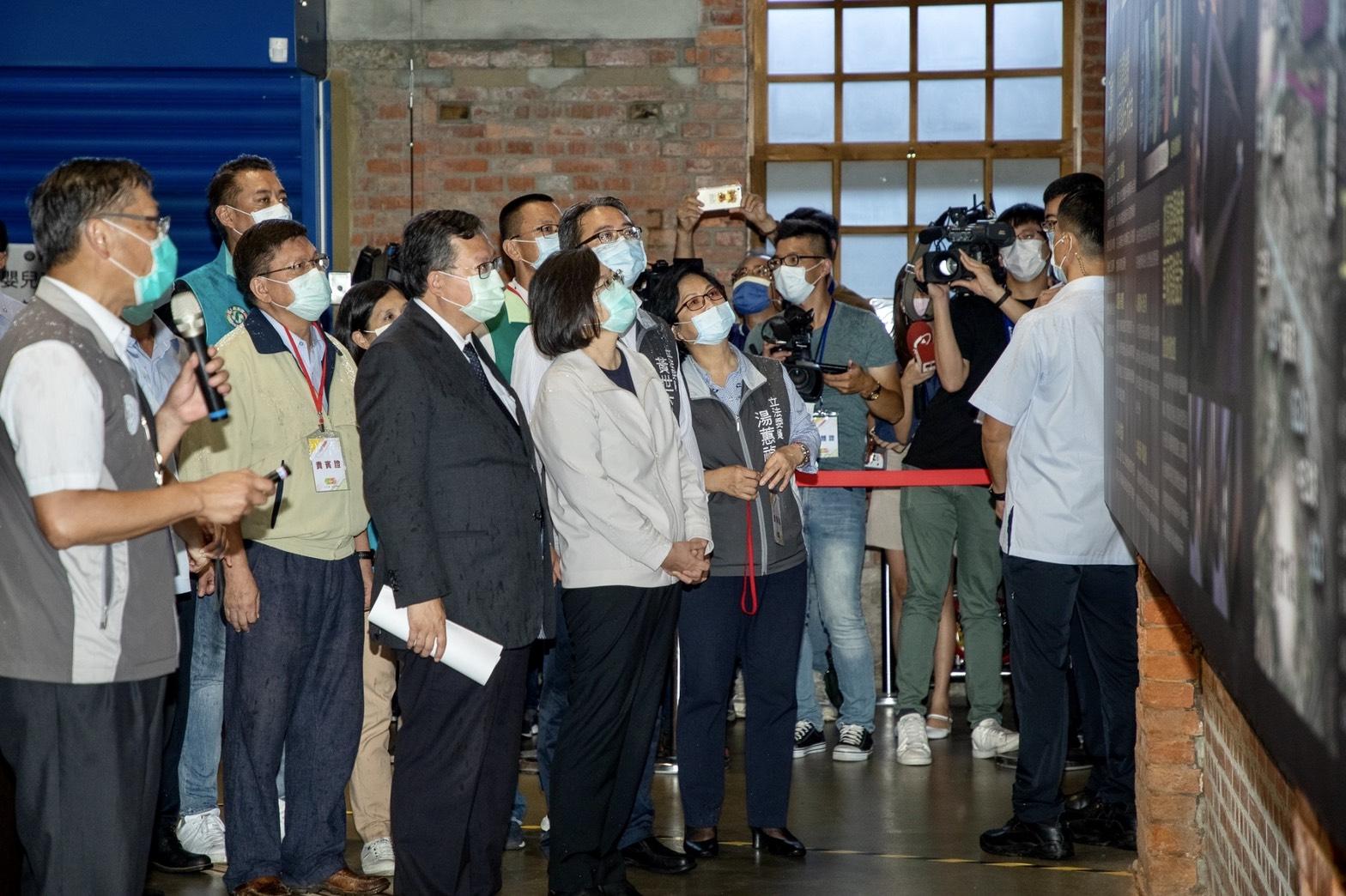 蔡總統參訪桃園軌道願景館-軌道技術區